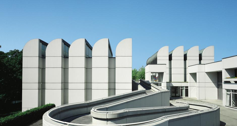 An overview of the aims of the bauhaus school of art and design